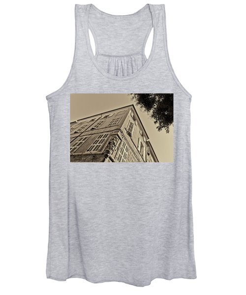 Statue In The Corner Women's Tank Top
