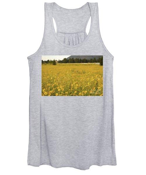 Field Of Yellow Daisy's Women's Tank Top