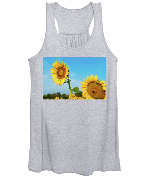 Blooming Sunflower In Blue Sky Women's Tank Top