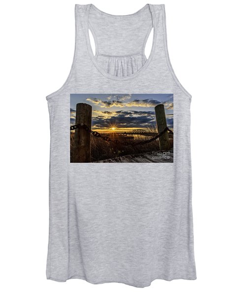 Chained View Women's Tank Top