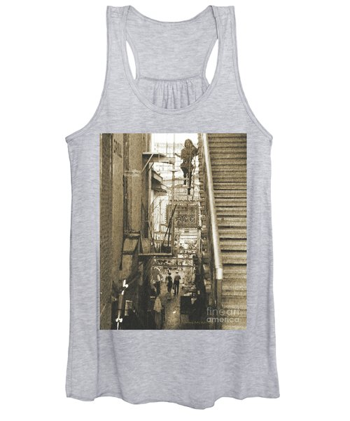 In The Middle Women's Tank Top