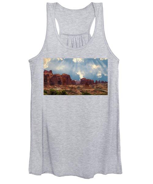 Land Of The Giants Women's Tank Top