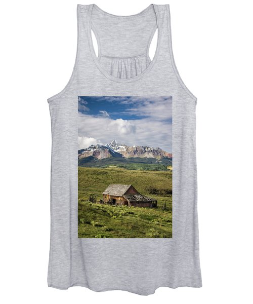 Old Barn And Wilson Peak Vertical Women's Tank Top