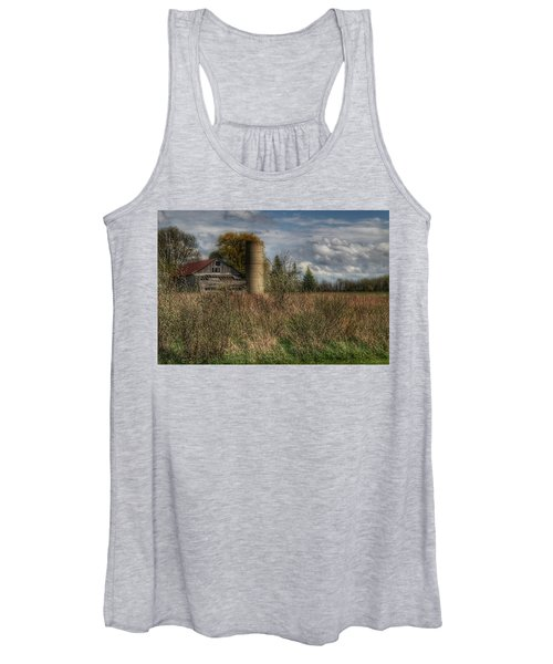 0034 - Old Wooden Barn And Silo Women's Tank Top