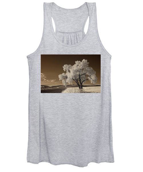 Women's Tank Top featuring the photograph Palouse by Bob Cournoyer