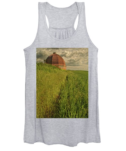 Women's Tank Top featuring the photograph Round Barn by Bob Cournoyer