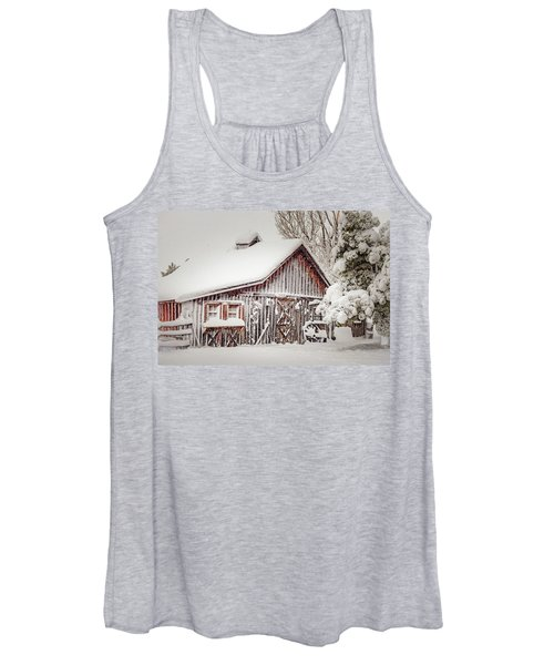 Snowy Country Barn Women's Tank Top