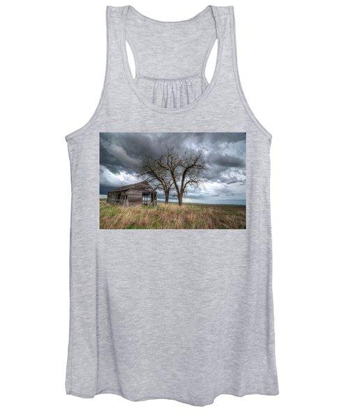 Storm Sky Barn Women's Tank Top
