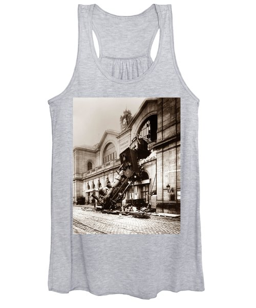 Train Derailment At Montparnasse Station - 1895 Women's Tank Top