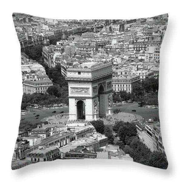 In Paris Bw Throw Pillow by Kamil Swiatek