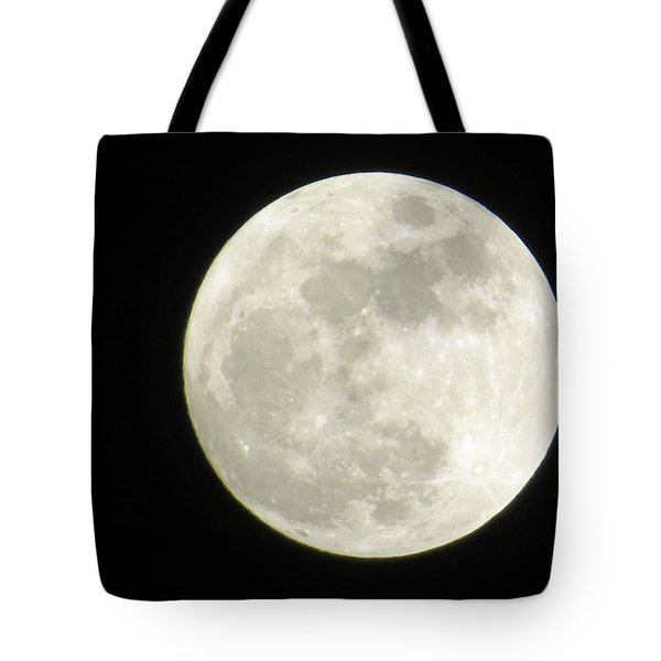 A Winter'sfullmoon Over Ga Tote Bag by Aaron Martens