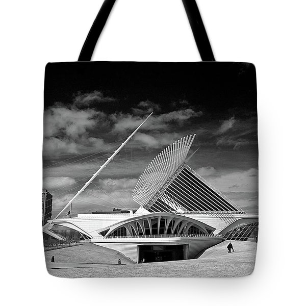 0352 Milwaukee Art Museum Infrared Tote Bag