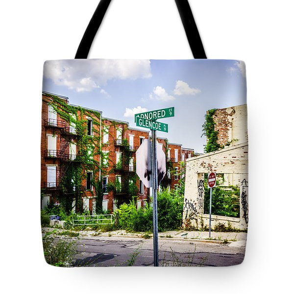 Cincinnati Glencoe-auburn Place Picture Tote Bag by Paul Velgos