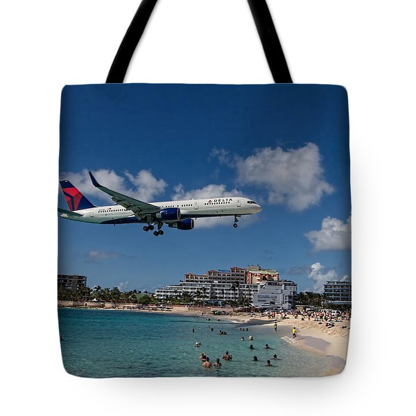 Delta Air Lines Landing At St Maarten Tote Bag