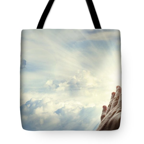 Hands In Sky Tote Bag by Les Cunliffe