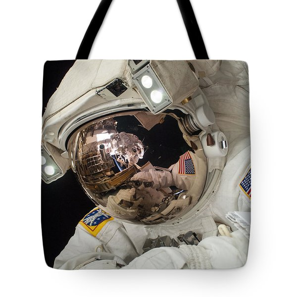 Iss Expedition 38 Spacewalk Tote Bag by Science Source