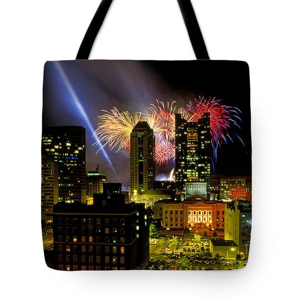 21l334 Red White And Boom Fireworks Display Photo Tote Bag