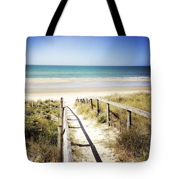 Beach Tote Bag by Les Cunliffe