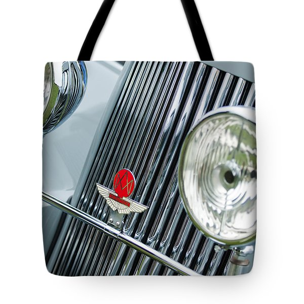 1939 Aston Martin 15-98 Abbey Coachworks Swb Sports Grille Emblems Tote Bag