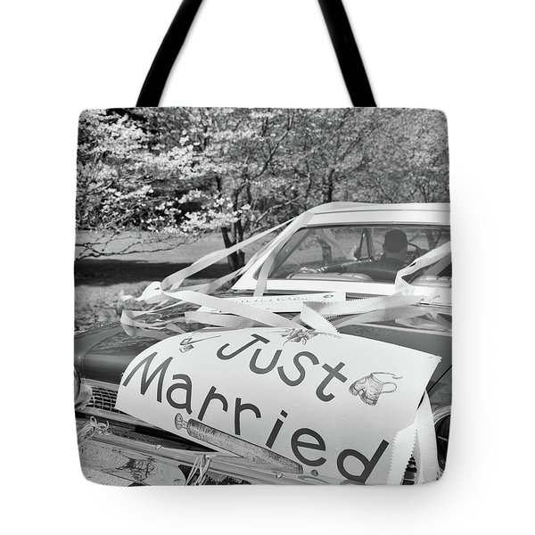 1960s Car Just Married Sign On Trunk Tote Bag