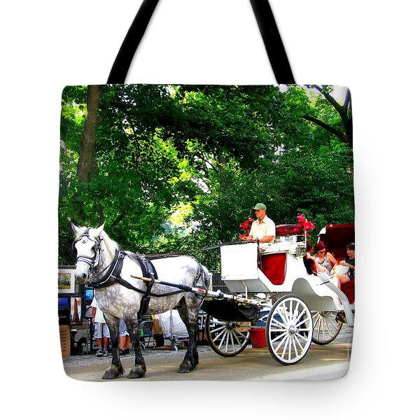Horse And Carriage In Central Park Tote Bag
