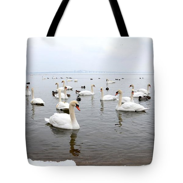 60 Swans A Swimming Tote Bag