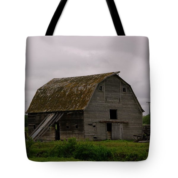 A Barn In Northern Montana Tote Bag by Jeff Swan