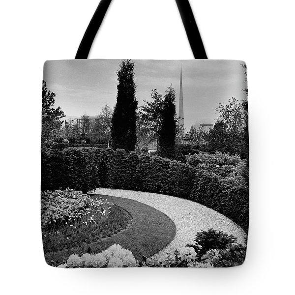 A Bobbink & Atkins Garden Tote Bag