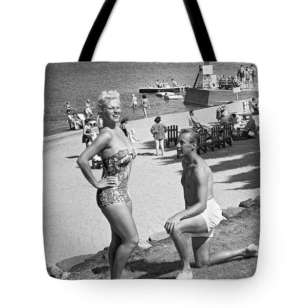 A Man Proposes On The Beach Tote Bag