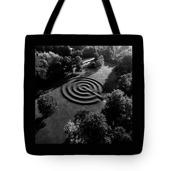 A Maze At The Chateau-sur-mer Tote Bag