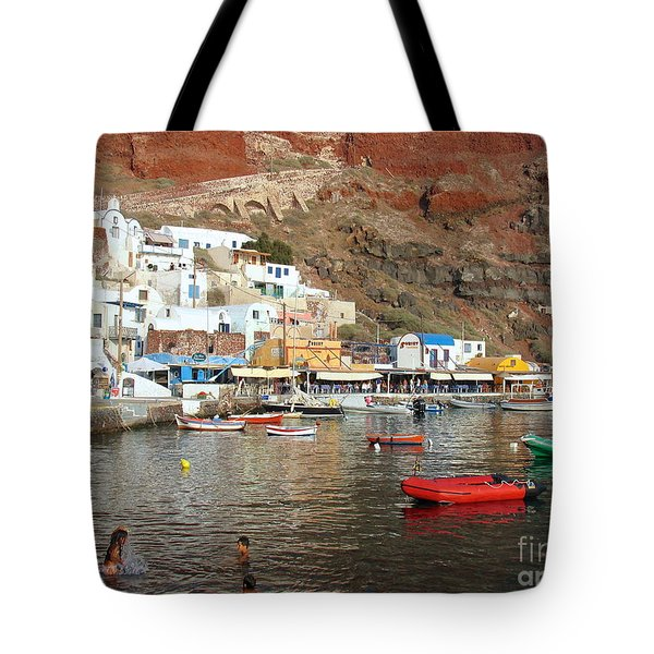 A Splash In Amoudi Bay  Tote Bag