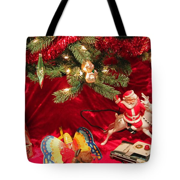 An Old Fashioned Christmas - Santa Claus Tote Bag by Suzanne Gaff