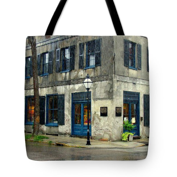 Tote Bag featuring the photograph Art Gallery In The Rain by Rodney Lee Williams