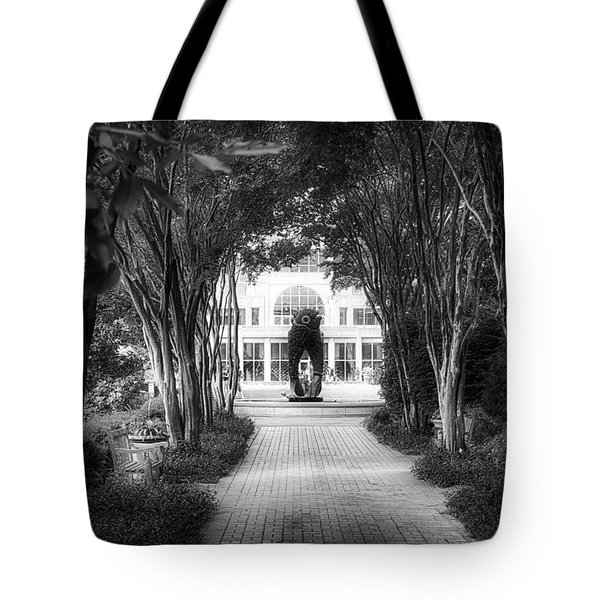 Atlanta Botanical Garden-black And White Tote Bag by Douglas Barnard