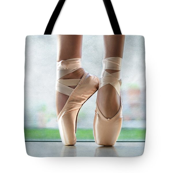 Ballet En Pointe Tote Bag