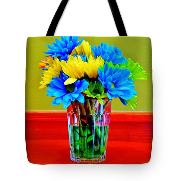 Beauty In A Vase Tote Bag by Cynthia Guinn