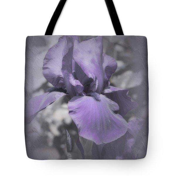 Tote Bag featuring the photograph Bess by Elaine Teague