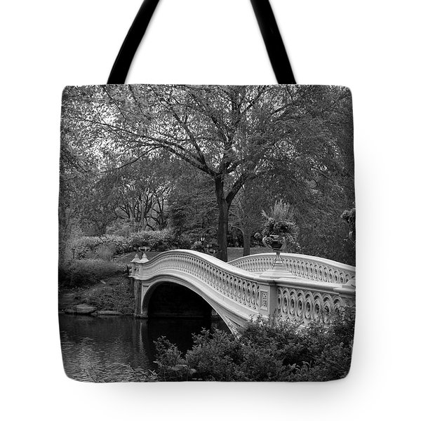 Bow Bridge Nyc In Black And White Tote Bag by Christiane Schulze Art And Photography