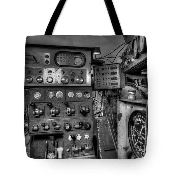 Cac001bw-7 Tote Bag