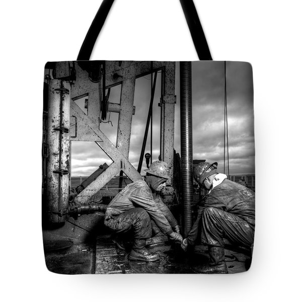 Cac01bw-26 Tote Bag by Cooper Ross