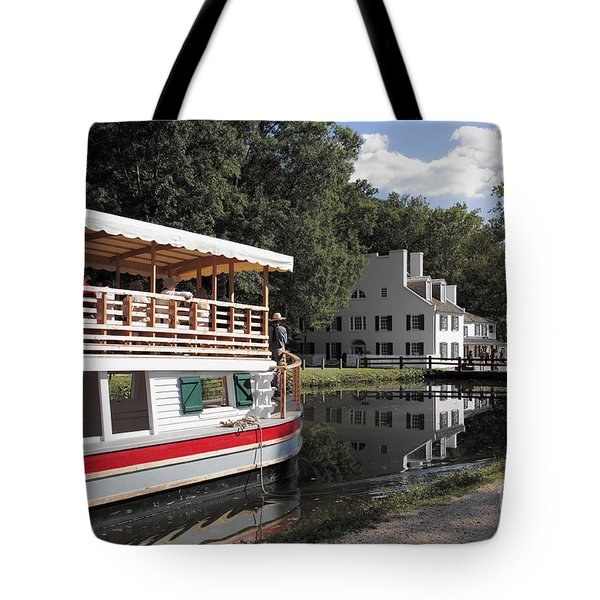 Canal Boat On The C And O Canal At Great Falls Tavern Tote Bag