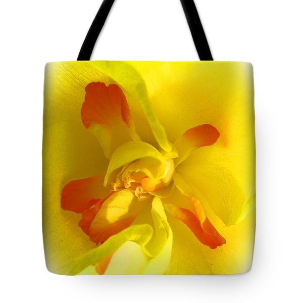 Center Daffodil Tote Bag by Tina M Wenger