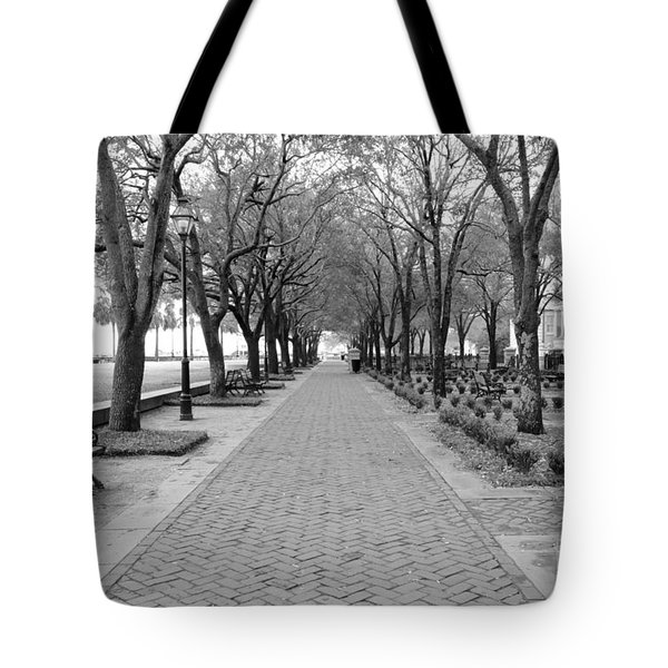 Charleston Waterfront Park Walkway - Black And White Tote Bag