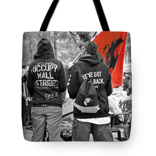 Tote Bag featuring the photograph Che At Occupy Wall Street by Lilliana Mendez