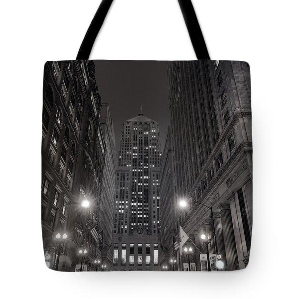 Chicago Board Of Trade B W Tote Bag by Steve Gadomski