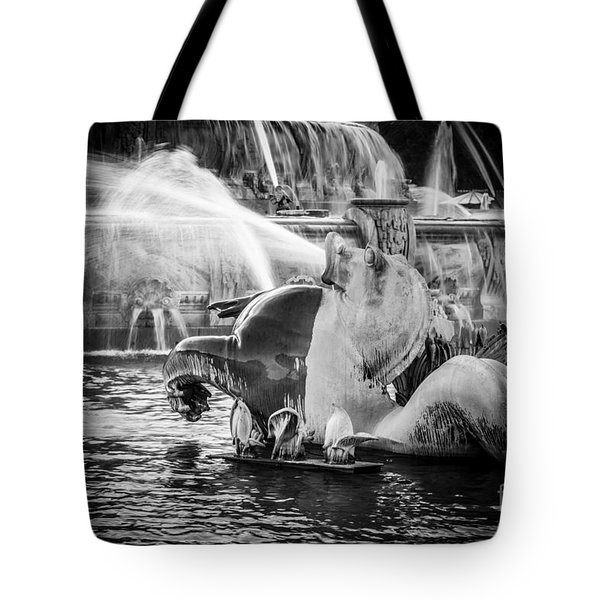 Chicago Buckingham Fountain Seahorse In Black And White Tote Bag by Paul Velgos