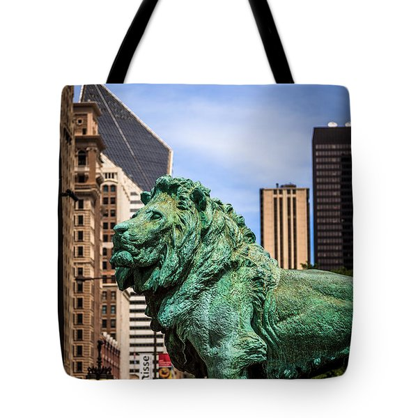 Chicago Lion Statues At The Art Institute Tote Bag by Paul Velgos