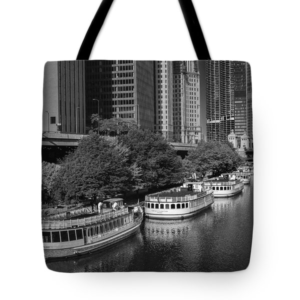 Chicago River Tour Boats B W Tote Bag