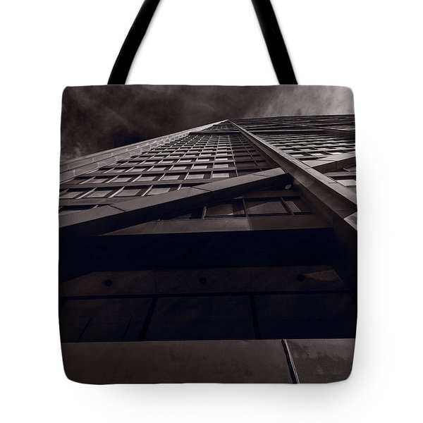 Chicago Structure Bw Tote Bag