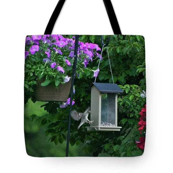 Tote Bag featuring the photograph Chow Time For This Bird by Thomas Woolworth